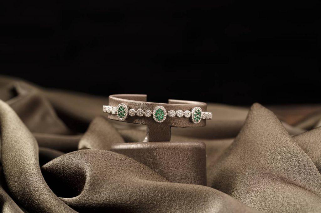 bursa urun cekimi mucevher7 1024x682 - Profesyonel Ürün Çekimi, İşletmeniz İçin Neden Önemlidir?