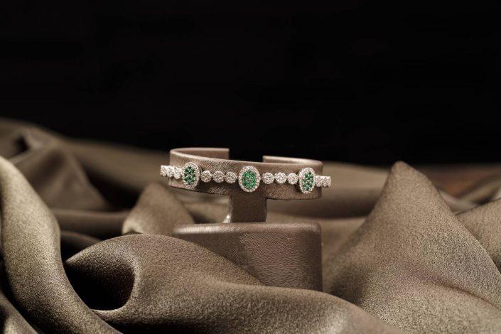 bursa urun cekimi mucevher7 705x470 - Ürün Fotoğrafçılığı