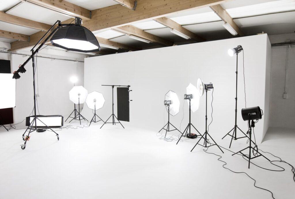 fotograf studyosu1 1024x689 - Profesyonel Ürün Çekimi, İşletmeniz İçin Neden Önemlidir?